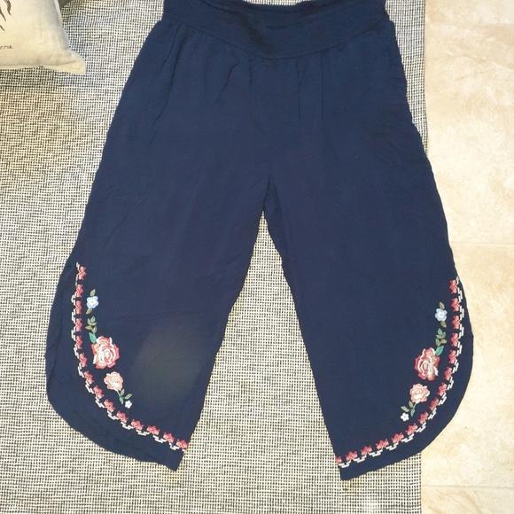Xhilaration Wide leg flower cropped pants